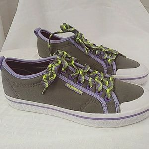 Adidas  Womens Size 8 Low top  Canvas Shoe Gray